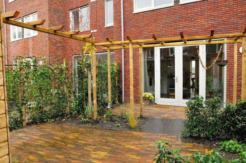 Achtertuin-in-Amsterdamse-nieuwbouwwijk-2