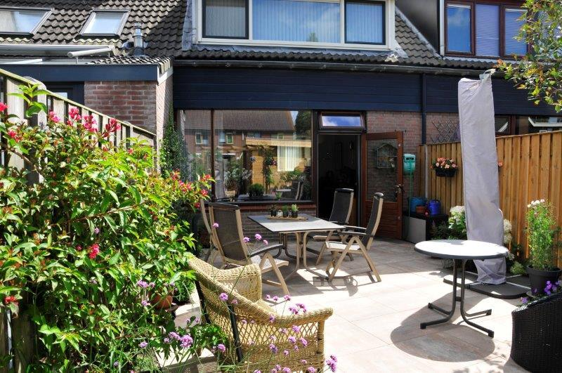 Achtertuin-met-tuinhuis-in-Oostzaan-19