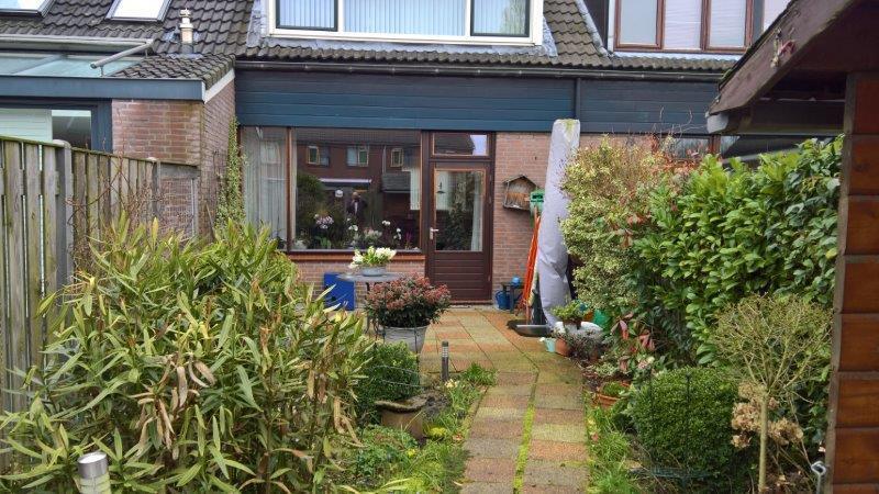 Achtertuin-met-tuinhuis-in-Oostzaan-2