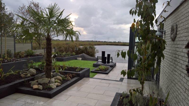 Aan-het-water-liggende-achtertuin-7