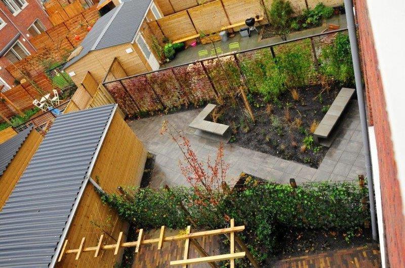 Amsterdamse-achtertuin-met-grassen-6